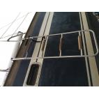 Echelle d'accès au coté du bateau